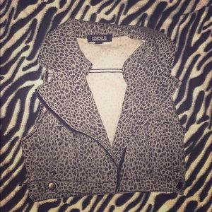 FOREVER XXI CHEETAH PRINT CROPPED VEST